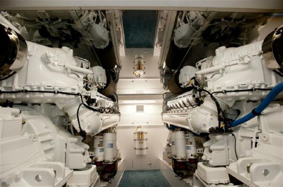 MACGREGOR-SCARBOROUGH-EYEROLLER-74-Engine3
