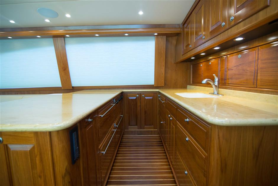 MACGREGOR-SPENCER-YACHTS-TEXAS-TEA-62-Interior5