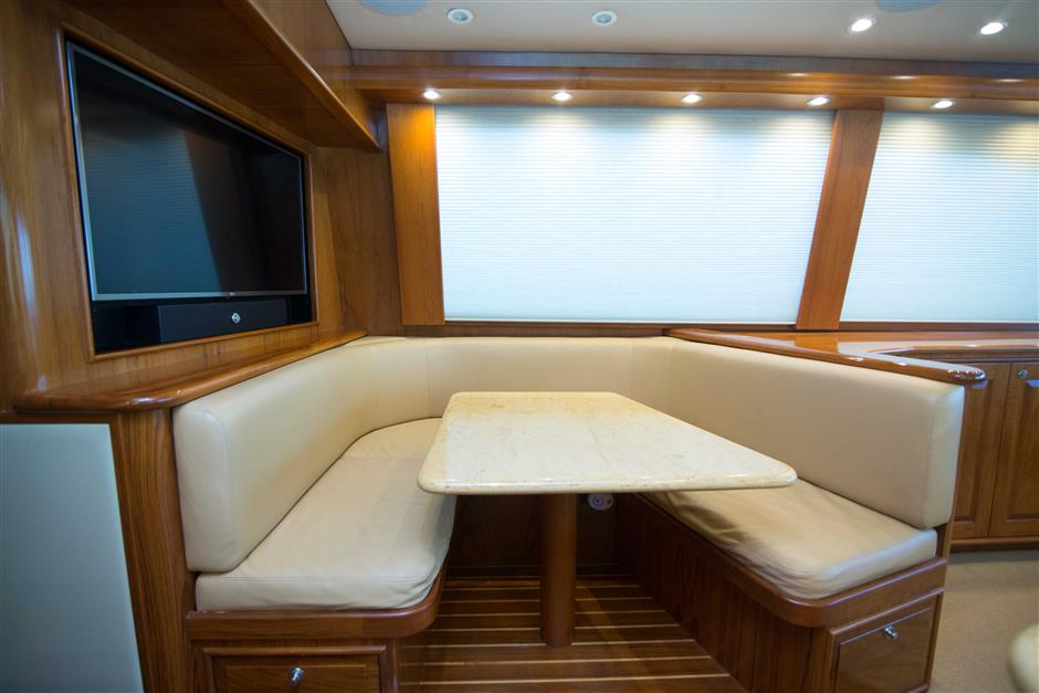 MACGREGOR-SPENCER-YACHTS-TEXAS-TEA-62-Interior6