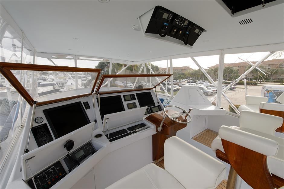 MACGREGOR-WHITICAR-SAPELO-77-Cockpit2