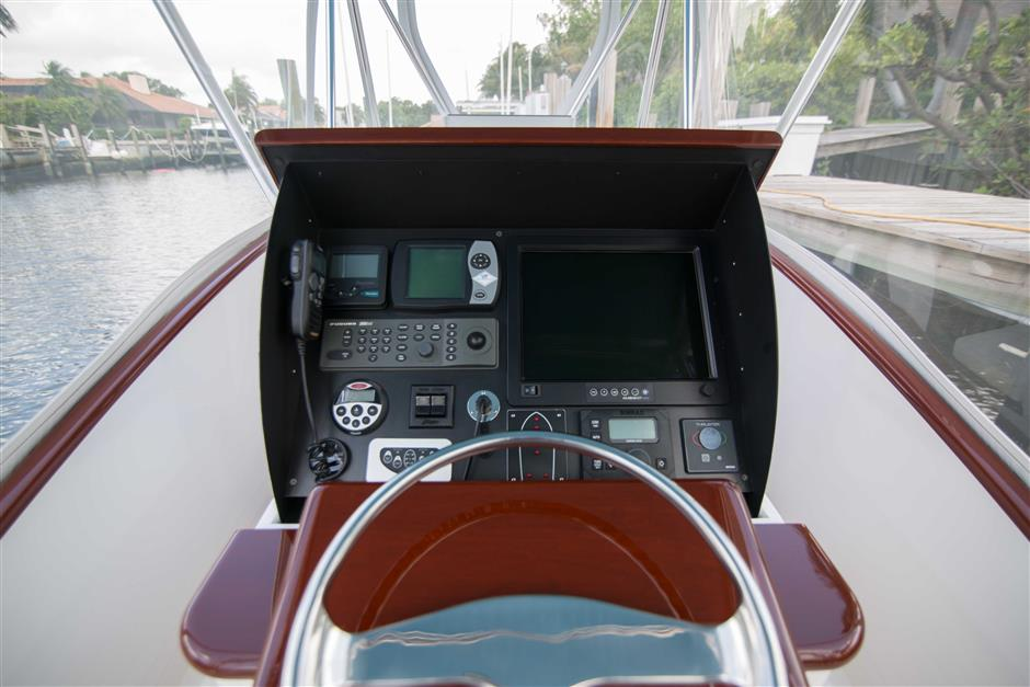 MACGREGOR-WHITICAR-WHITS-END-30-Cockpit4