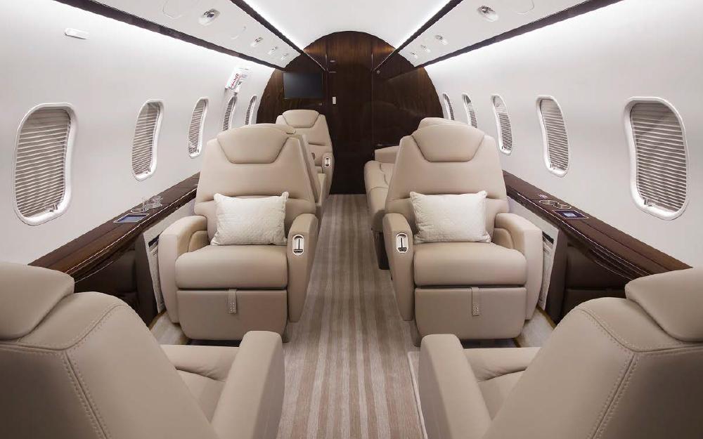 2013 BOMBARDIER CHALLENGER 300 S/N 20433 - Leader Luxury