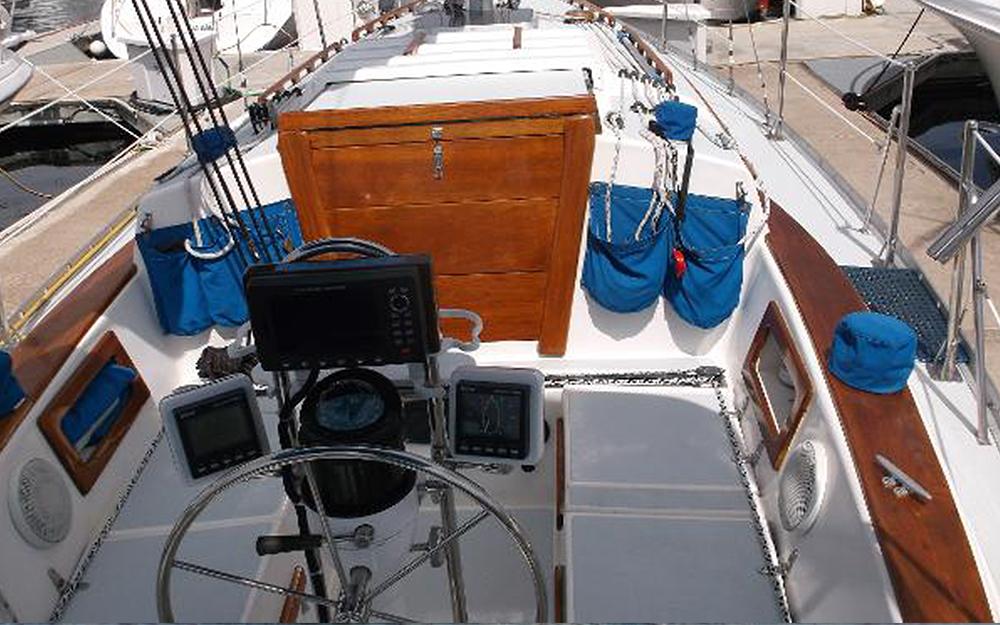 BIGBAYYACHTS-32-ENDEAVOR-Deck