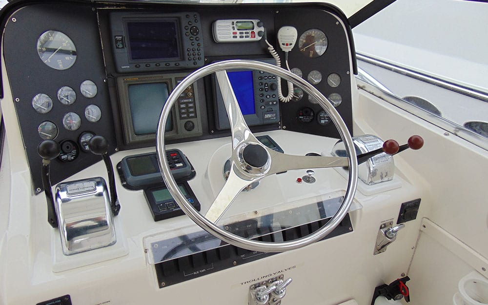 BIGBAYYACHTS-38-BLACKFIN-COMBI-EXPRESS-Wheel
