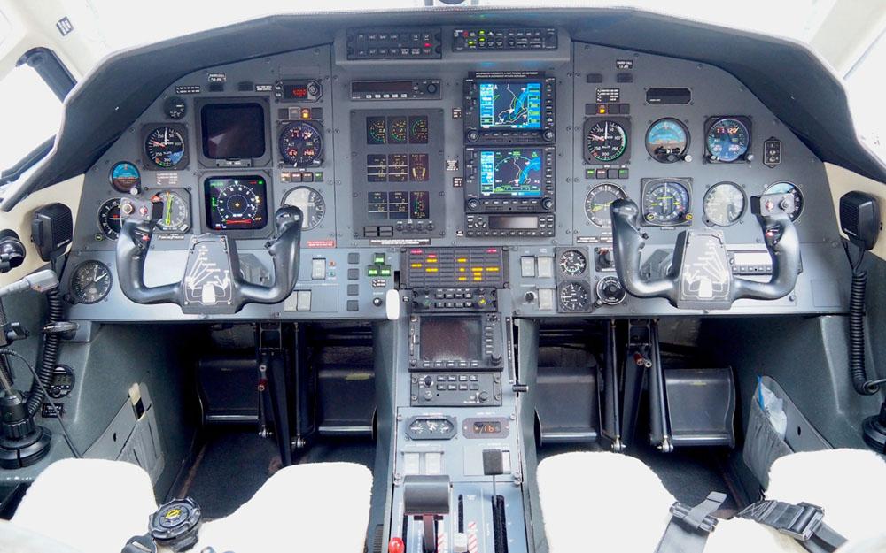 88K-2003-PILATUS-PC12-45-SN-522-Cockpit