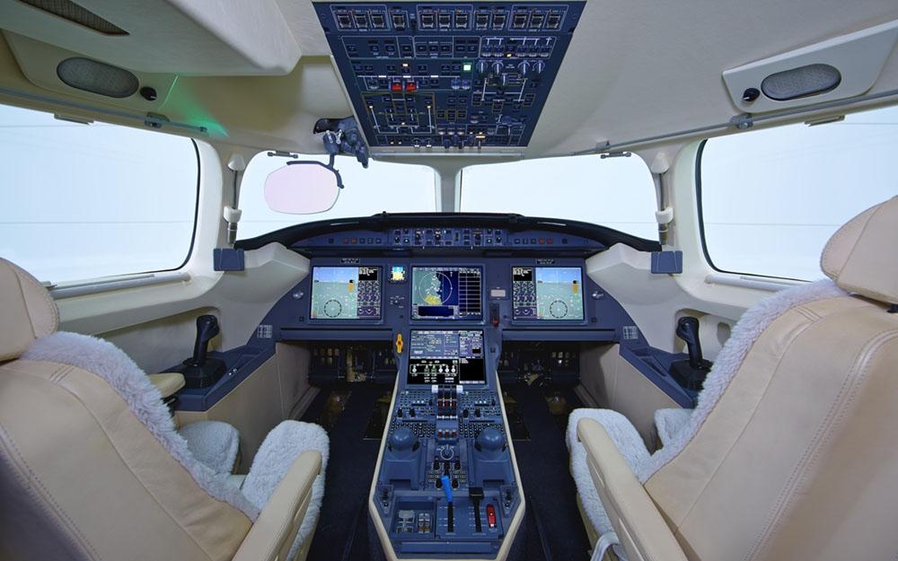 AVPRO-2013-DASSAULT-FALCON-7X-SN-178-Cockpit