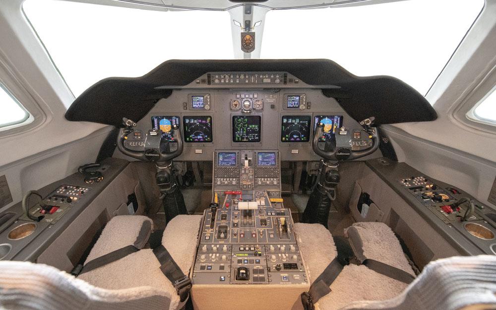 IAG-2004-GULFSTREAM-G200-SN-094-Cockpit