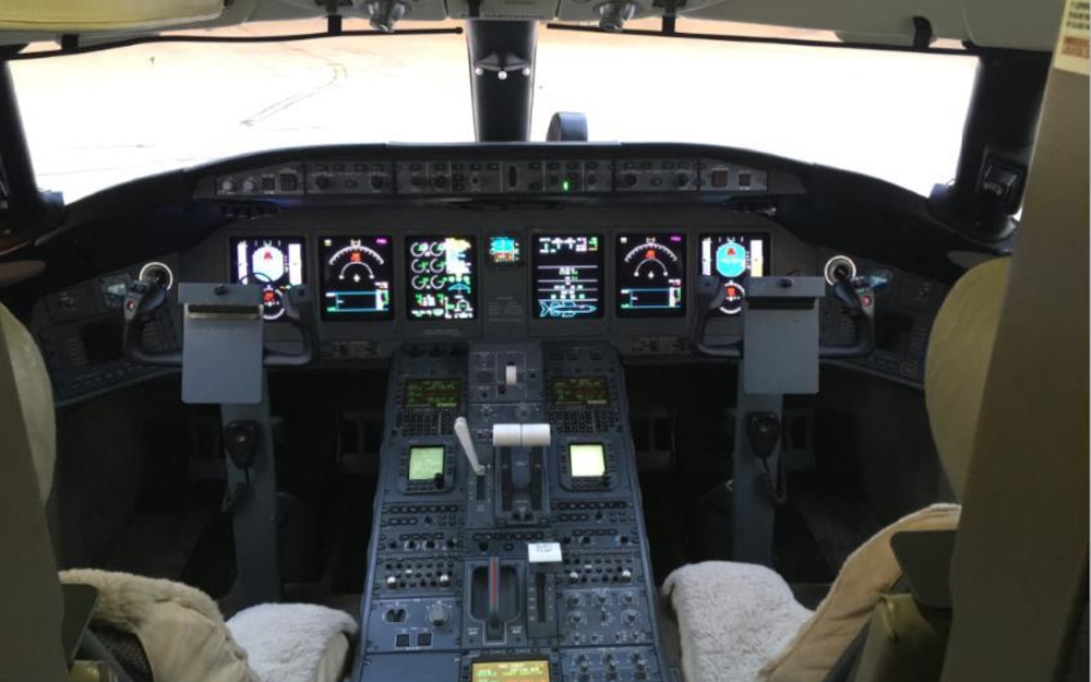 Quatar-Executive-2009-Bombardier-Global-5000-9370-interior1