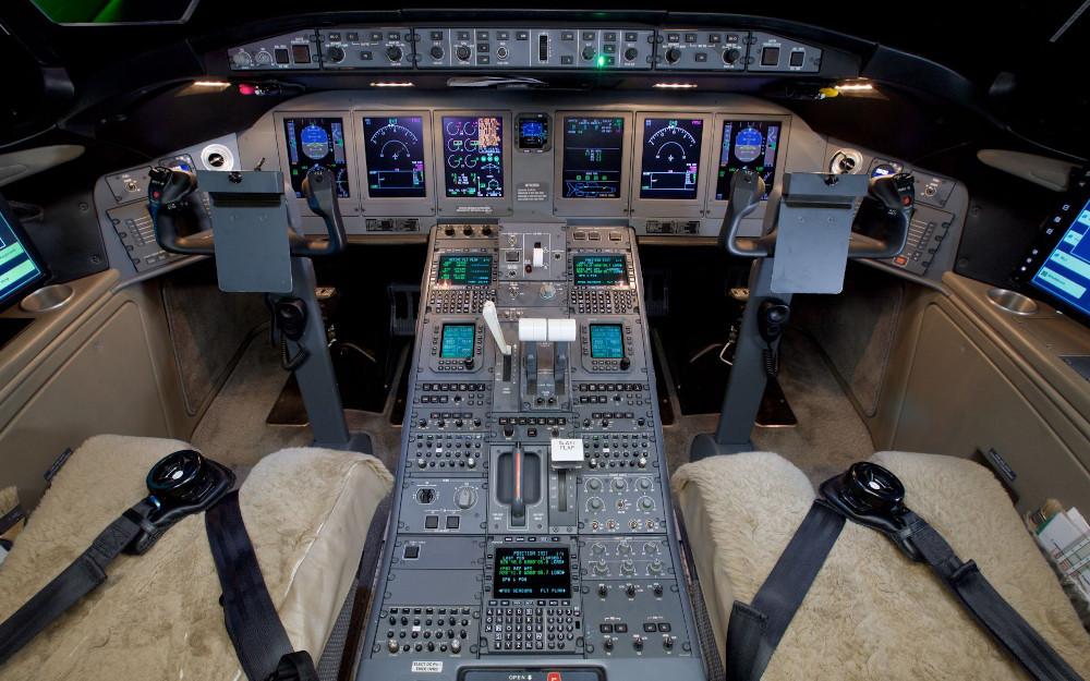 20011-bombardier-global-5000-s-n-9392-6